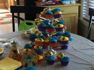 mmm minion cupcakes