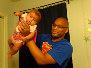 superdad and supergirl photo shoot time (8)